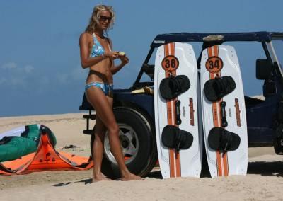 Kitesurferin mit Kiteboards von Spleene Kiteboarding